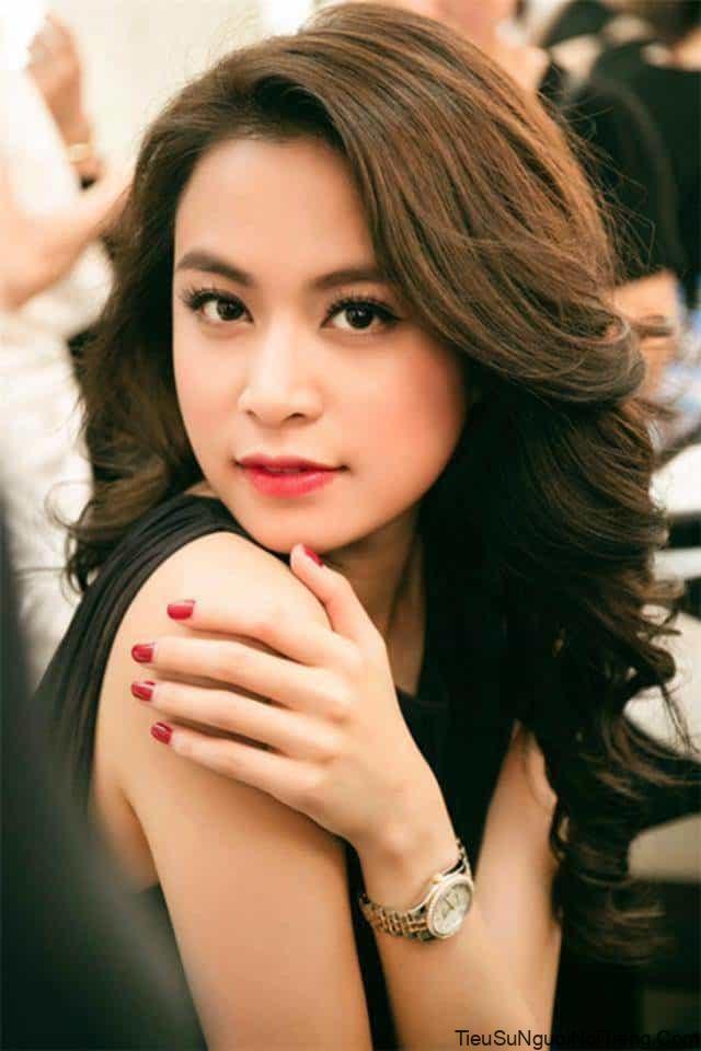 Tiểu sử Hoàng Thùy Linh