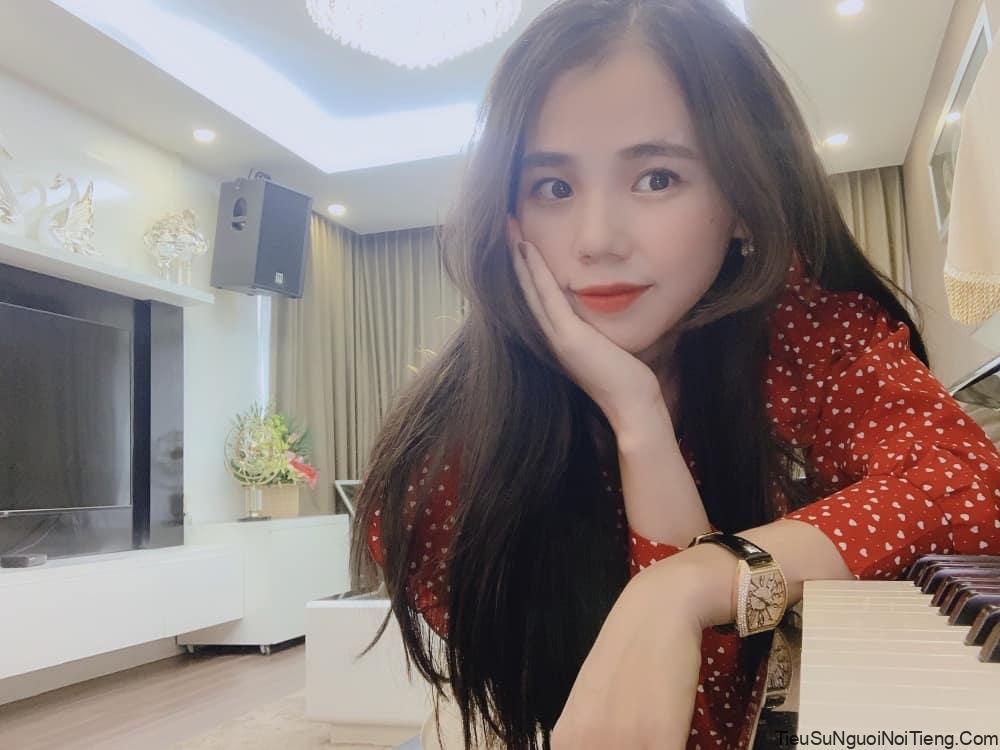 Tiểu sử Hương Ly - Hotgirl Cover