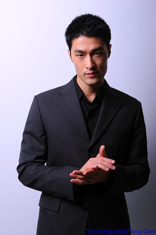 Tiểu sử Johnny Trí Nguyễn